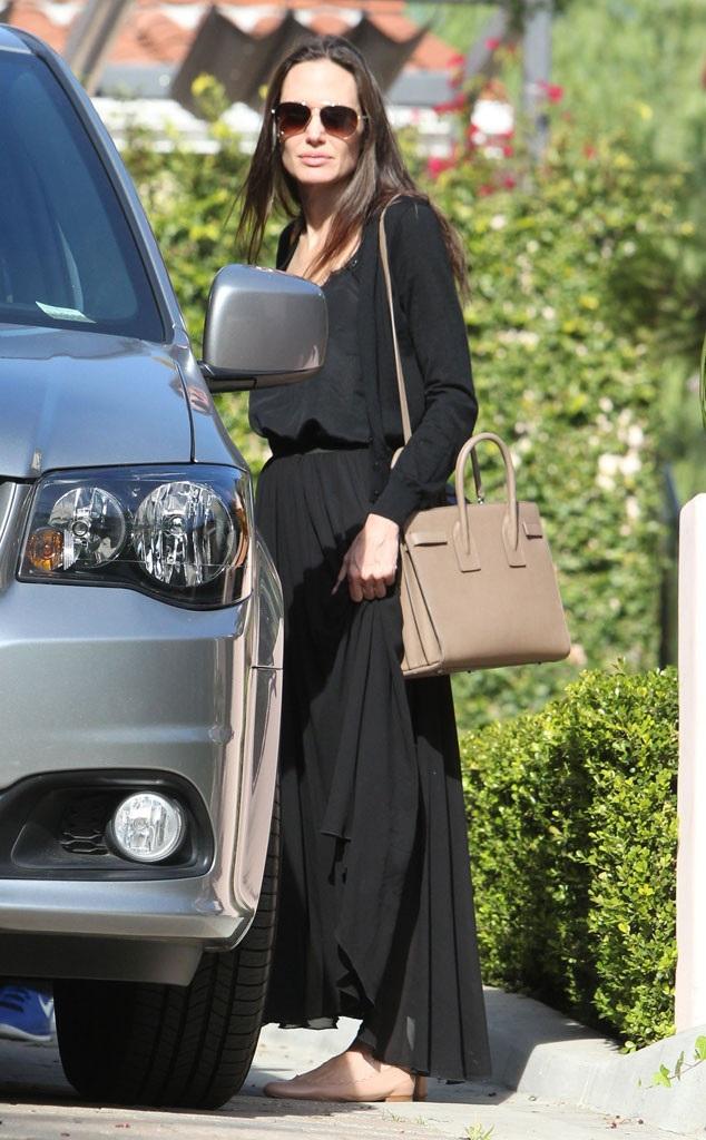 Hình ảnh mới nhất về Angelina Jolie tại Los Angeles, Mỹ, ngày 8/12 kể từ khi cô đệ đơn ly dị Brad Pitt vào tháng 9/2016.