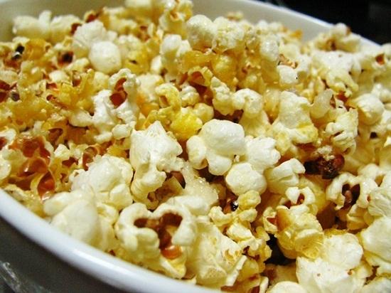 Những hạt bắp rang bơ vàng ươm, giòn tan
