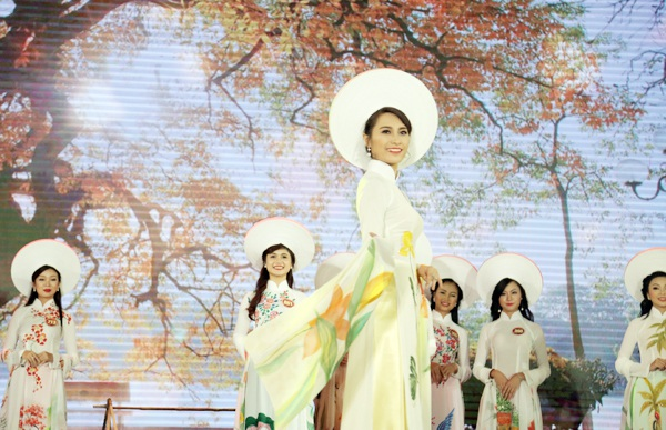 Nữ sinh Hà Nội duyên dáng tà áo dài trong đêm hội tài sắc - 12