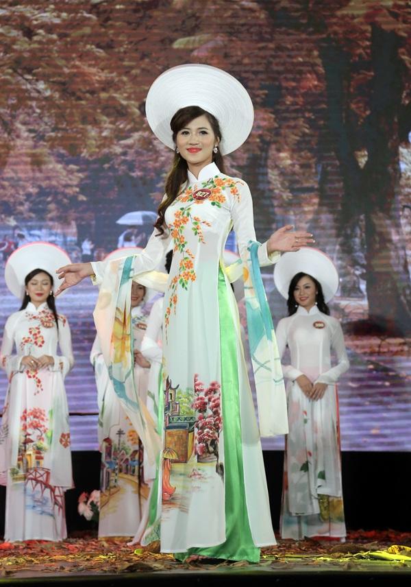 Nữ sinh Hà Nội duyên dáng tà áo dài trong đêm hội tài sắc - 11
