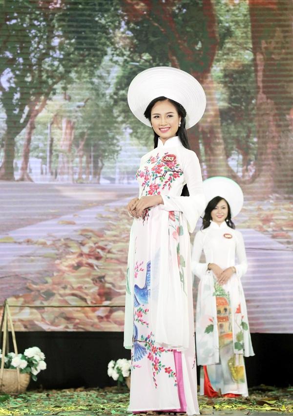 Sở hữu nét đẹp đậm chất Á đông và mái tóc dài đen mượt, Phạm Thị Quỳnh gây ấn tượng với phần đông khán giả có mặt tại đêm chung kết