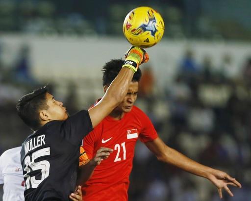 Singapore cầm hòa Philippines 0-0 dù chơi thiếu người