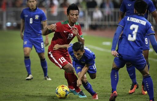 Chanathip chơi năng nổ và liên tục khiến hàng thủ Indonesia lao đao