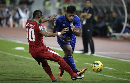 Đội tuyển Thái Lan ép sân toàn diện trong hiệp 1
