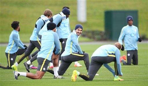 Các cầu thủ Man City trên sân tập chuẩn bị cho trận đấu gặp Middlesbrough