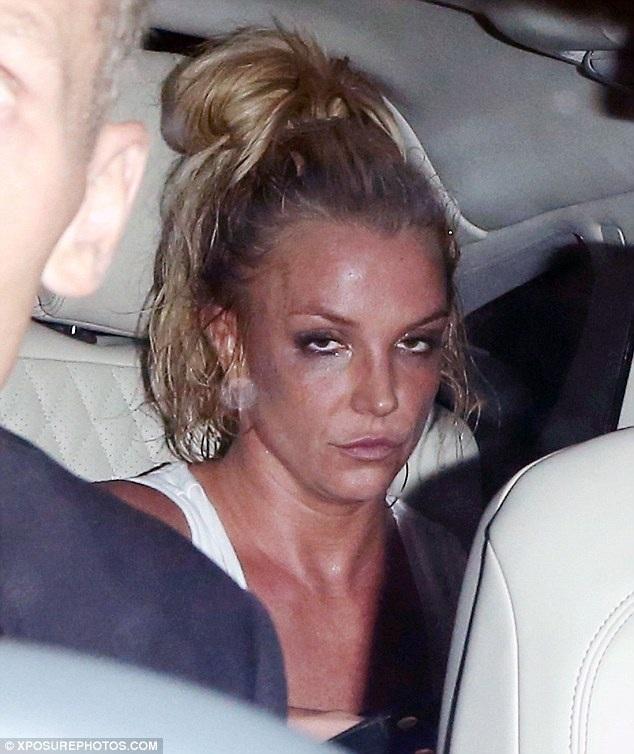 Công chúa nhạc Pop trông mệt mỏi và già nua khi kết thúc buổi diễn lớn đầu tiên tại London trong 5 năm qua vào tối 27/9