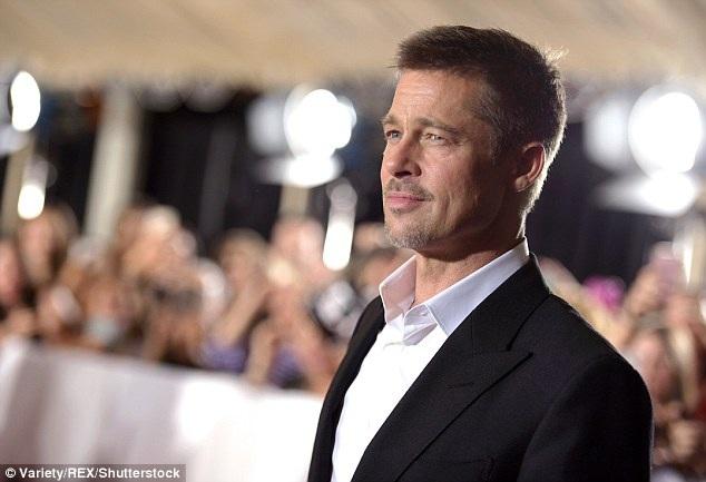 Nam tài tử 52 tuổi thay đổi hoàn toàn về diện mạo sau thời gian ở ẩn vì vụ ly dị lùm xùm với vợ Angelina Jolie