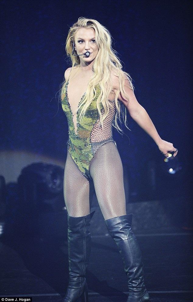 Trước đó trông cô tràn đầy năng lượng trên sân khấu