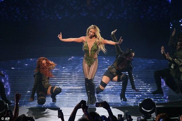 Lịch diễn của Britney tại Mỹ kín đặc cho tới hết năm nay.