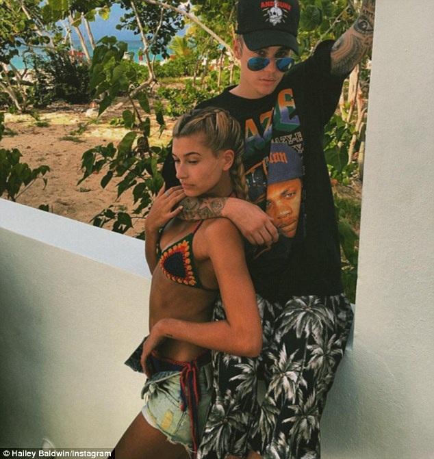Chuyện tình ngắn ngủi với ca sỹ Canada Justin Bieber đã biến Hailey trở thành người nổi tiếng