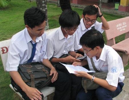 Học sinh lao vào ôn tập để chuẩn bị cho kỳ thi mới