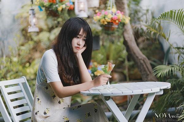 Hình ảnh quen thuộc của Bảo My là một cô gái hiền dịu, ăn vận đơn giản nhưng luôn thu hút người đối diện