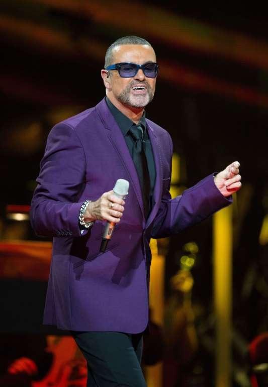 George Michael thừa nhận, việc công khai là người đồng tính của ông không mấy dễ chịu.