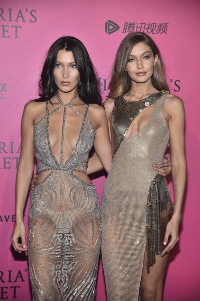 Bella Hadid và Gigi Hadid dự tiệc do Victorias Secret tổ chức tại Paris ngày 30/11, sau khi show diễn của hãng này kết thúc