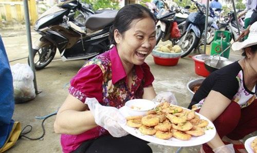 Món ăn thơm ngon từ tay những người phụ nữ thuần nông.