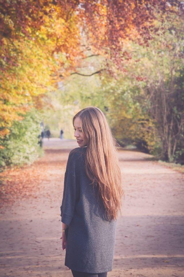 Có ai đó nói mùa thu gắn với nỗi buồn, riêng với tôi thì mùa thu đẹp và vui đến lạ kì. Có lẽ vì chúng tôi yêu nhau cũng là vào một mùa thu năm ấy…