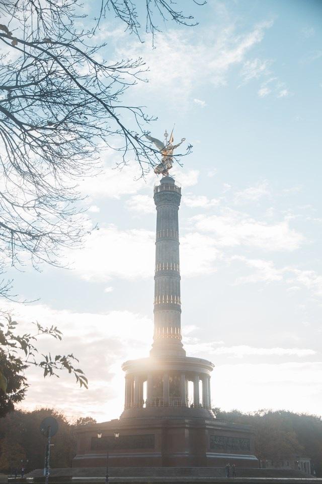 Khi phần lớn các thành phố khác tuyết đã rơi thì tại Berlin nắng vẫn còn và bầu trời vẫn trong xanh.