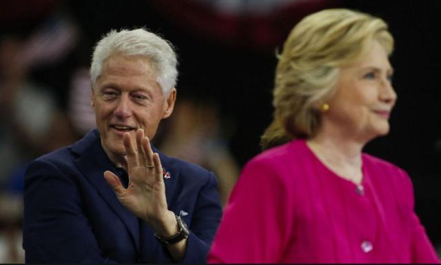 Cựu Tổng thống Mỹ Bill Clinton và vợ là ứng viên tổng thống Hillary Clinton. (Ảnh: AFP)
