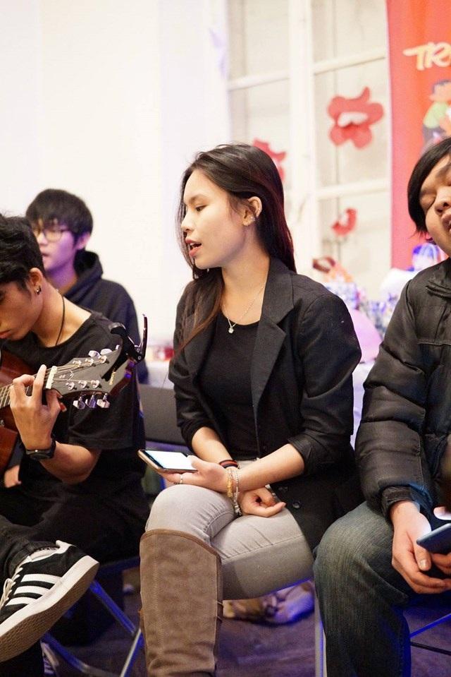 """Đêm nhạc dưới gốc cây thông của sinh viên Việt ở """"Làng Nho"""" Bordeaux - 2"""