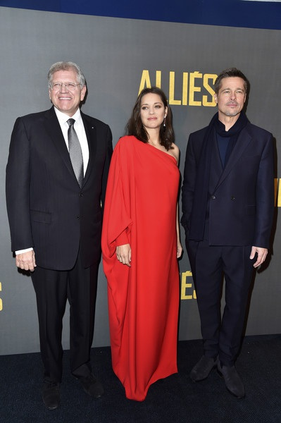 Brad Pitt hoàn toàn giữ im lặng và không trả lời bất cứ câu hỏi nào liên quan tới vụ ly dị của anh và Angelina Jolie. Tài tử nổi tiếng đang cố gắng để có thể có chung quyền nuôi con với vợ cũ