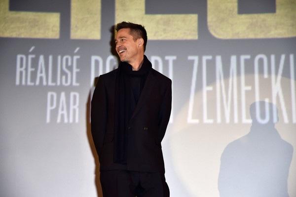 Brad Pitt vùi mình vào công việc để tìm niềm vui và cố gắng quên đi những thất bại trong cuộc hôn nhân thứ 2 của mình.