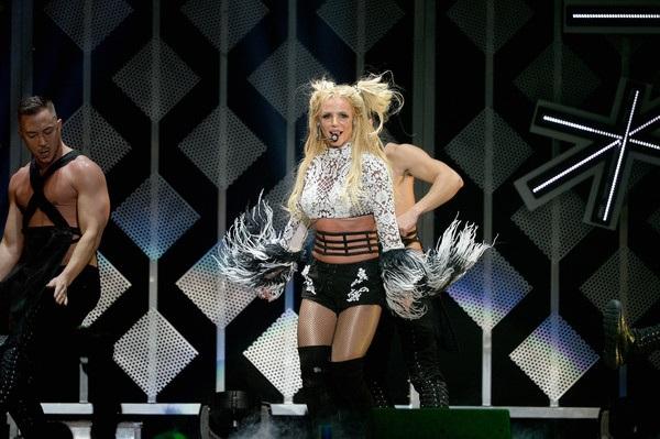 Glory phát hành hồi tháng 8 vừa qua, là album thứ 9 trong sự nghiệp của Britney nhưng không thành công nhiều như cô mong đợi.
