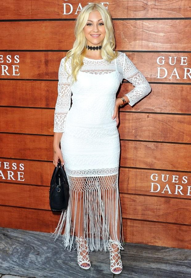 Ava Sambora - con gái Rocker Richie Sambora và diễn viên Heather Locklear đang phát triển sự nghiệp của 1 người mẫu áo tắm