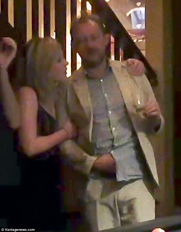 Cặp đôi cùng làm việc với nhau tại nhà hát kịch Sydney và khẳng định chỉ là bạn bè