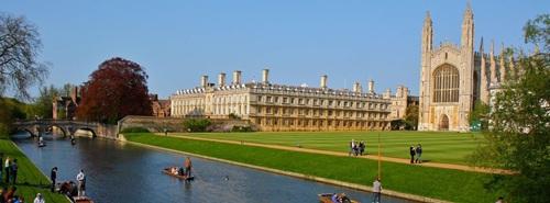 Khung cảnh như trong phim của ngôi trường danh giá, Đại học Cambridge (Anh)