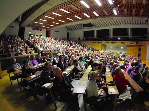 Một buổi họp của các giảng viên trong trường Cambridge