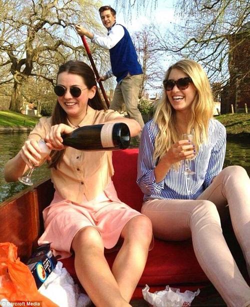 Cuộc sống sung túc, phóng khoáng của sinh viên ĐH Cambridge