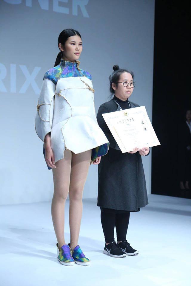 """Bộ trang phục mang ý tưởng """"vẻ đẹp của sự bất toàn"""" đã giúp cô gái Việt chiến thắng cuộc thi thiết kế thời trang """"đình đám"""" đất Nhật."""