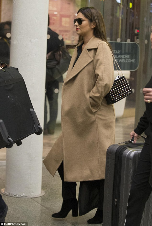 Cheryl xuất hiện tại sân ga London ngày 3/10 - cô vừa trở về nhà sau chuyến đi chớp nhoáng tới Paris