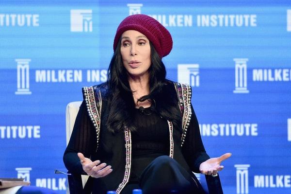 Cher là một biểu tượng của Hollywood. Bà thành danh trong cả 2 lĩnh vực là ca nhạc và điện ảnh. Nữ nghệ sỹ 70 tuổi này từng giành cả giải Oscar và giải Grammy. Bà là một trong những ngôi sao tài năng nhất nước Mỹ và có sở hữu lượng fans khủng