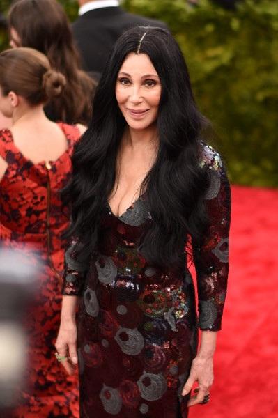 Ở tuổi 70, Cher vẫn đam mê nghệ thuật, ánh đèn sân khấu, bà dự kiến sẽ thực hiện tour diễn mới vào tháng 2 năm sau vì vẫn có thể tự tin hát live tốt, nhảy múa trên sân khấu và mặc vừa những trang phục diễn