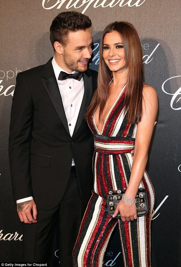 Cheryl đang hò hẹn với bạn trai - thành viên nhóm One Direction - Liam Payne, 23 tuổi. Cặp đôi giữ kín chuyện tình cảm.