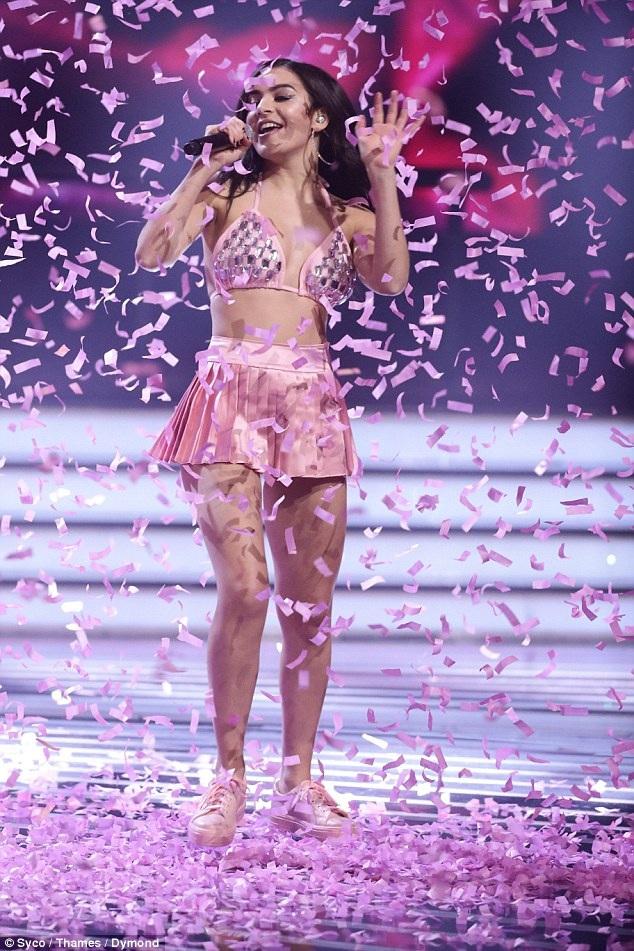 Charli thừa nhận cô ảnh hưởng nhiều bởi phong cách của Britney Spears, Shampoo, No Doubt, t.A.T.u., The Donnas, Bikini Kill...