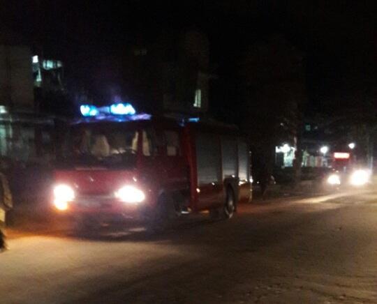 Nhiều xe cứu hoả được điều động đến hiện trường chữa cháy.