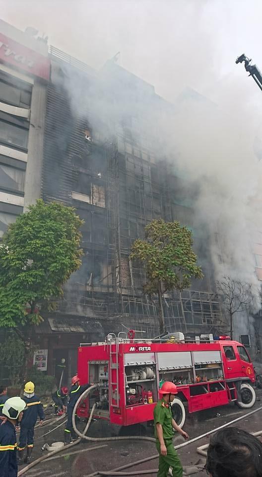 Hà Nội: 13 người tử vong trong vụ cháy quán karaoke - 17