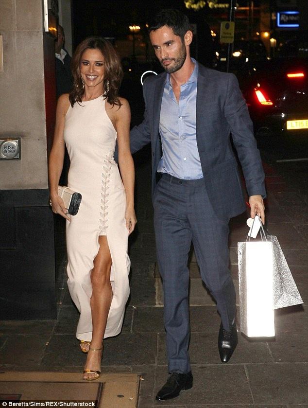Cheryl vừa hoàn tất thủ tục ly dị với chồng cũ, doanh nhân người Pháp Jean-Bernard. Cặp đôi chia tay và Cheryl không sứt mẻ chút nào trong khối tài sản 20 triệu bảng của cô