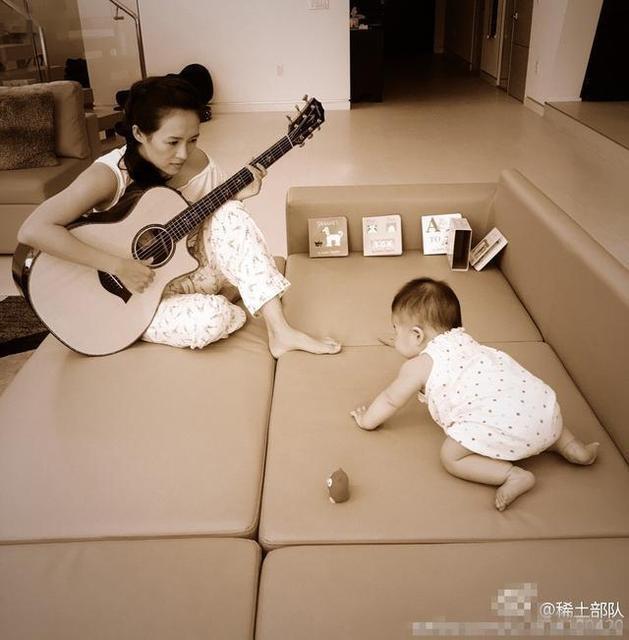 Chương Tử Di tâm sự, sau khi có thêm cô con gái nhỏ, Uông Phong thực hiện khá tốt vai trò làm bố. Anh hỗ trợ cô khá nhiều công việc chăm sóc con và thêm gắn bó với gia đình nhỏ.