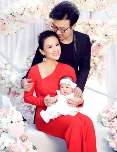 Uông Phong đã trải qua hai cuộc hôn nhân trước khi đến với Chương Tử Di. Anh đã có hai cô con gái riêng với những mối quan hệ cũ. Uông Phong quen Tử Di từ năm 2014 và tới năm 2015 anh ngỏ lời cầu hôn và được cô chấp nhận. Con gái của họ chào đời vào đúng dịp Giáng sinh năm 2015.