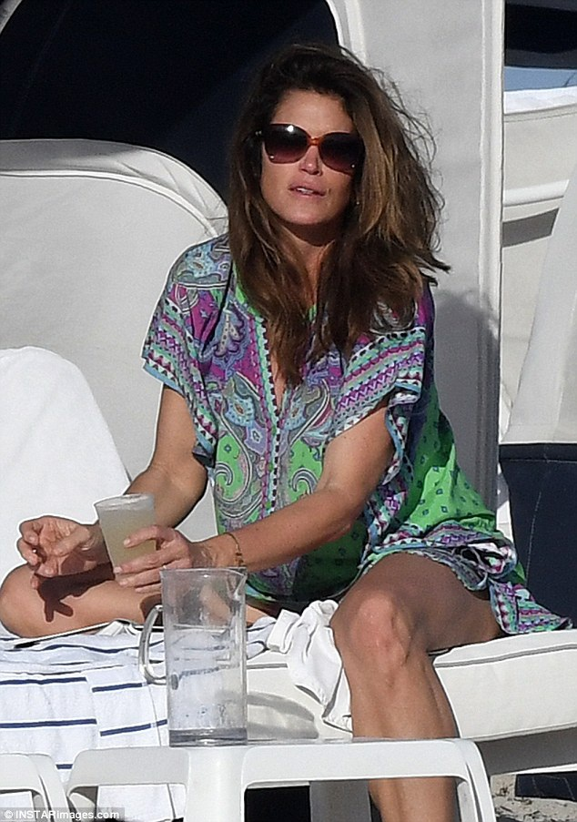 Cindy Crawford - hơn 50 tuổi vẫn trẻ đẹp đáng ngưỡng mộ