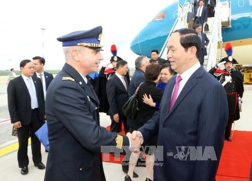 Chủ tịch nước Trần Đại Quang và Phu nhân cùng Đoàn đại biểu cấp cao Việt Nam đã tới Thủ đô Roma, bắt đầu chuyến thăm cấp Nhà nước tới Cộng hòa Italy