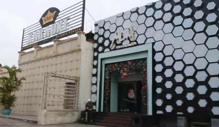 Quán karaoke, quán bar nằm trong khu vui chơi giải trí bậc nhất của TP cảng trước ngày bị di dời.