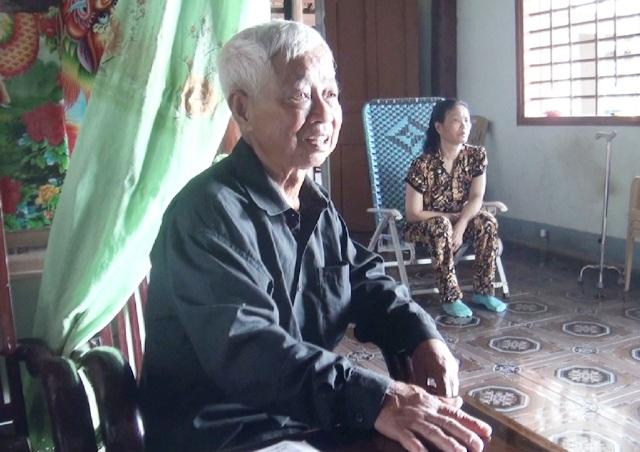 Ông Phan Xuân Linh và vợ vui mừng đến mất ngủ khi hay tin con trai cùng các bạn thuyền được cướp biển Somalia thả tự do sau hơn 4 năm bị bắt giữ.