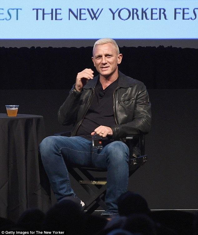 Daniel Craig dự 1 sự kiện tại New York ngày 9/10 vừa qua. Tài tử 48 tuổi ăn vận năng động và khoe mái tóc mới trẻ trung