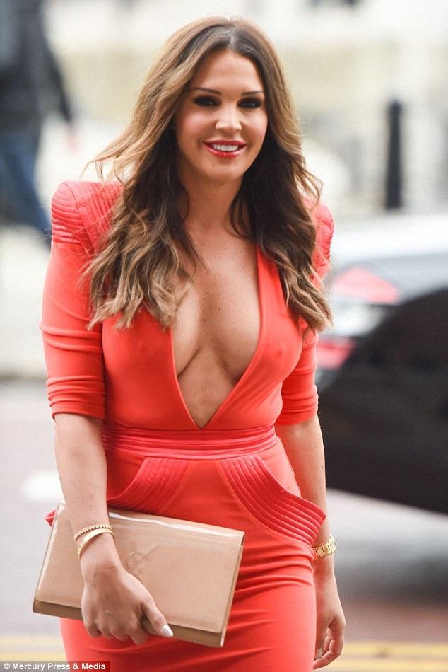 Hoa hậu Anh kể chuyện chỉnh ngực 7 lần - 2