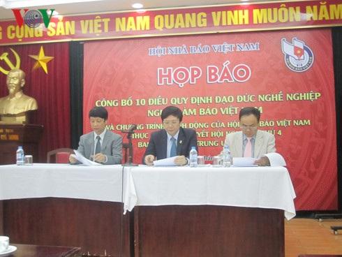 Họp báo công bố 10 điều quy định đạo đức nghề nghiệp người làm báo Việt Nam.