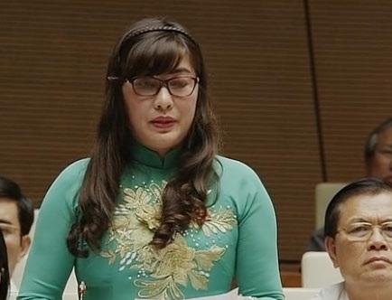 Đại biểu Võ Thị Như Hoa đặt câu hỏi về biến đổi khí hậu.